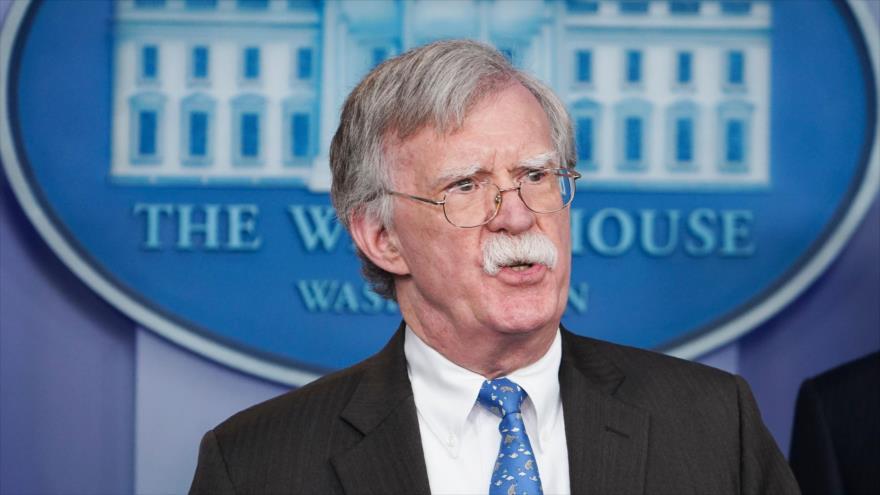 Bolton descarta intervención en Venezuela pero amenaza a Maduro