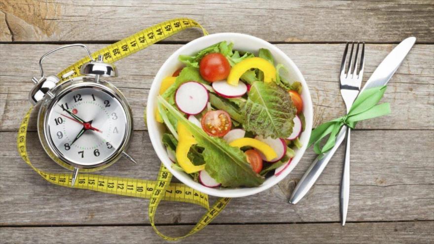 Nuevo estudio se centra en la relación entre comer o saltarse el desayuno y los cambios en el peso corporal.
