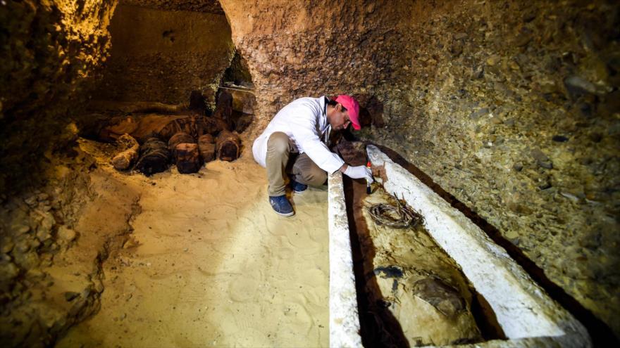 Encuentran en Egipto necrópolis con 50 momias bien conservadas