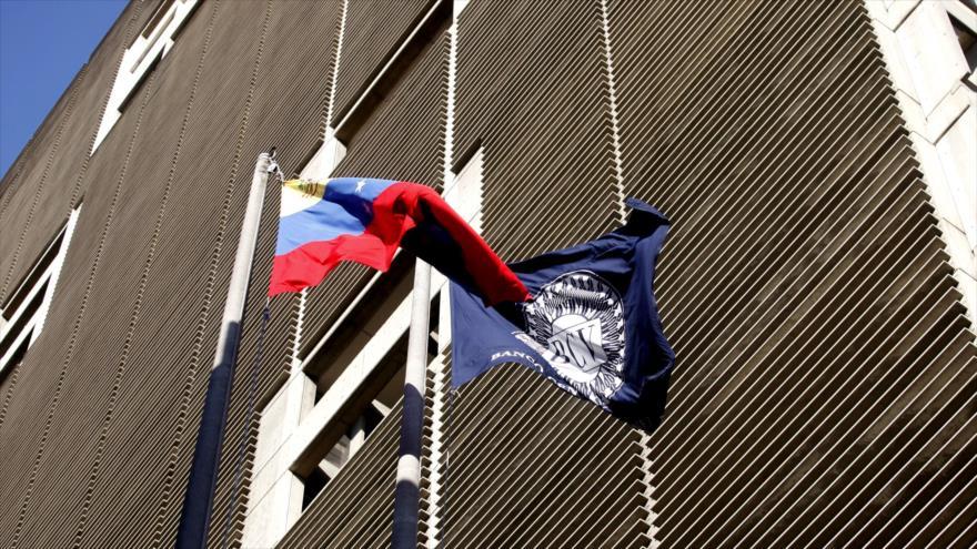 EEUU exige a empleados del Banco Central venezolano unirse a golpistas