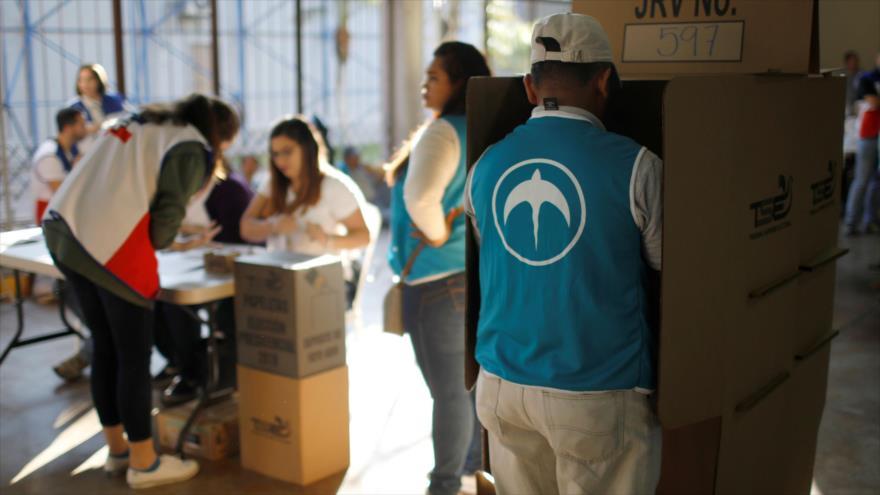 Salvadoreños salen a votar para elegir nuevo presidente
