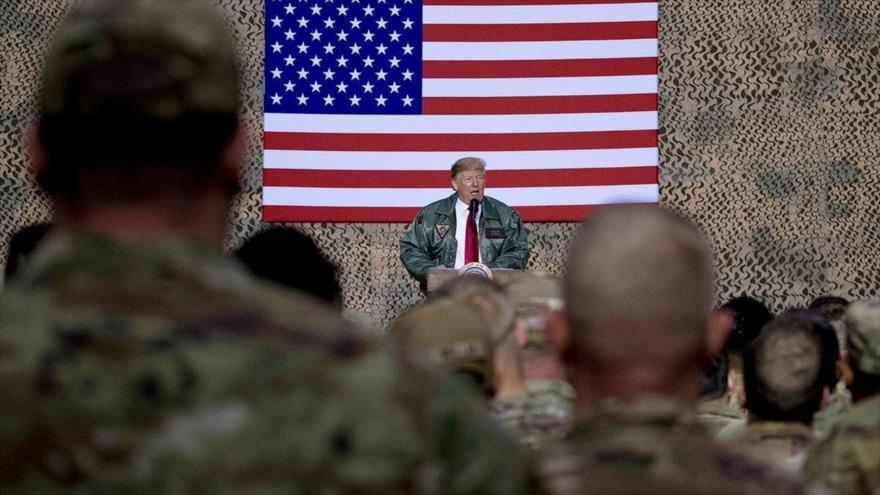 El presidente de EE.UU., Donald Trump, habla a uniformados estadounidenses en la base de Ain Al-Asad, en Irak, 26 de diciembre de 2018. (Foto: AFP)