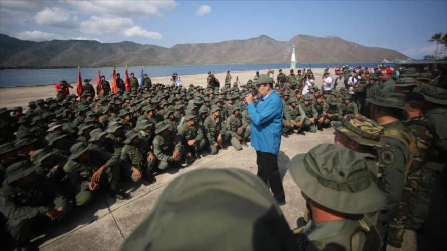 "Maduro a Ejército: Eviten que ""Venezuela sea estrella de bandera gringa"""