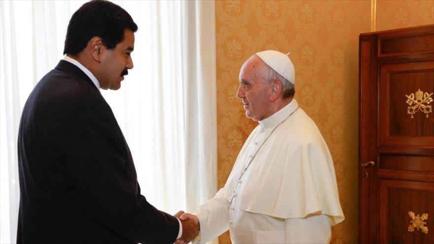 Maduro pide al papa Francisco facilitar el diálogo en Venezuela