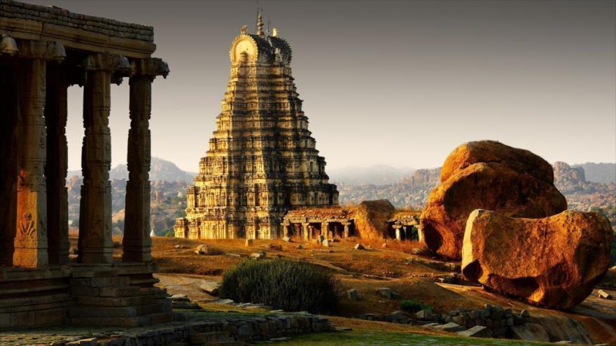 Destruyen pilares de un templo antiguo en La India por diversión