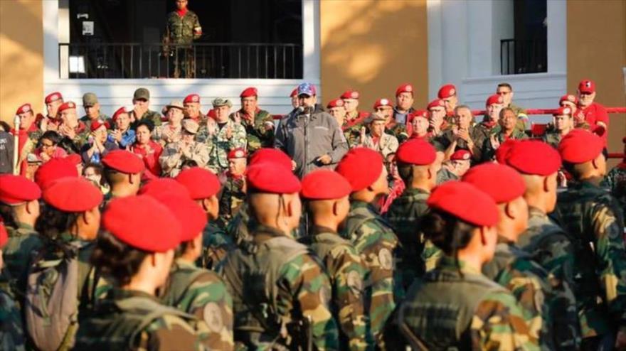Maduro pide a Ejército agenda en ofensiva ante amenazas imperiales