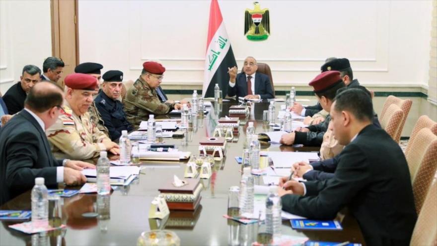 El premier iraquí, Adel Abdul-Mahdi (centro) en la reunión semanal del Consejo de Seguridad Nacional de Irak, 5 de febrero de 2019.