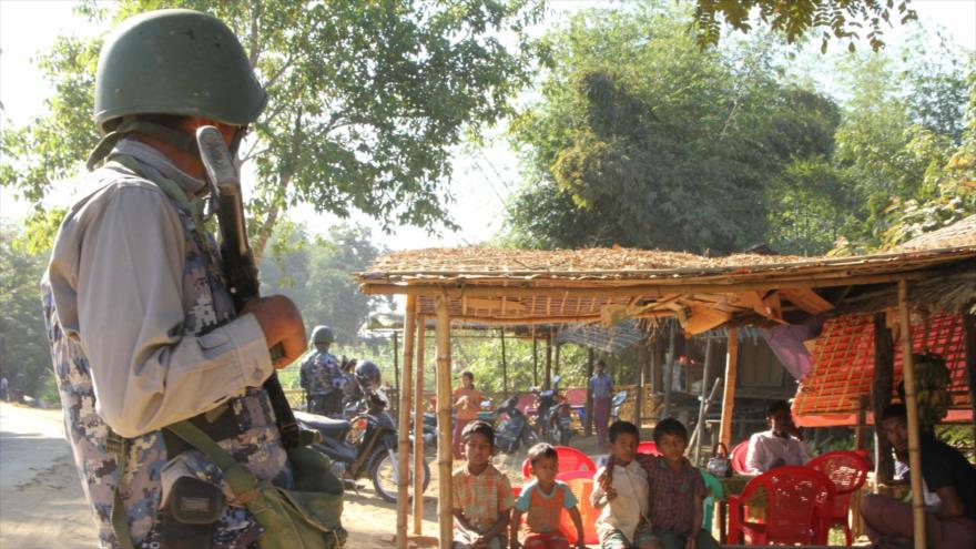 Un soldado del Ejército birmano en el estado de Rajine, en el oeste de Myanmar, 25 de enero de 2019. (Foto: AFP)