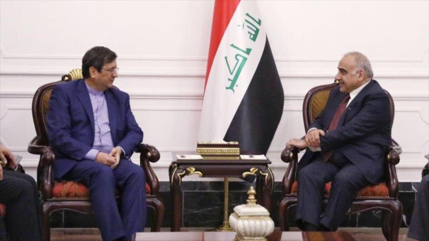 Primer ministro iraquí, Adel Abdul-Mahdi (dcha.), se reúne con el presidente del Banco Central de Irán, Abdolnaser Hemati, Bagdad, 6 de febrero de 2019.