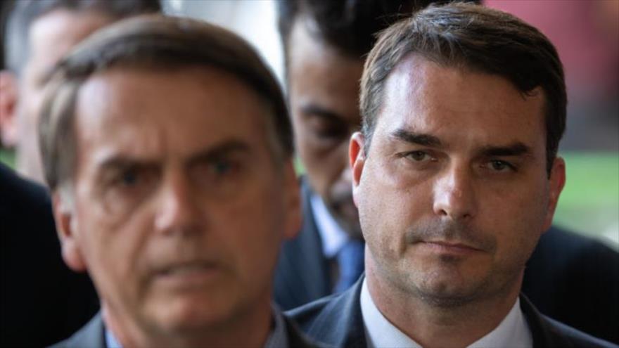 Policía de Brasil investiga a hijo de Bolsonaro por lavado de dinero