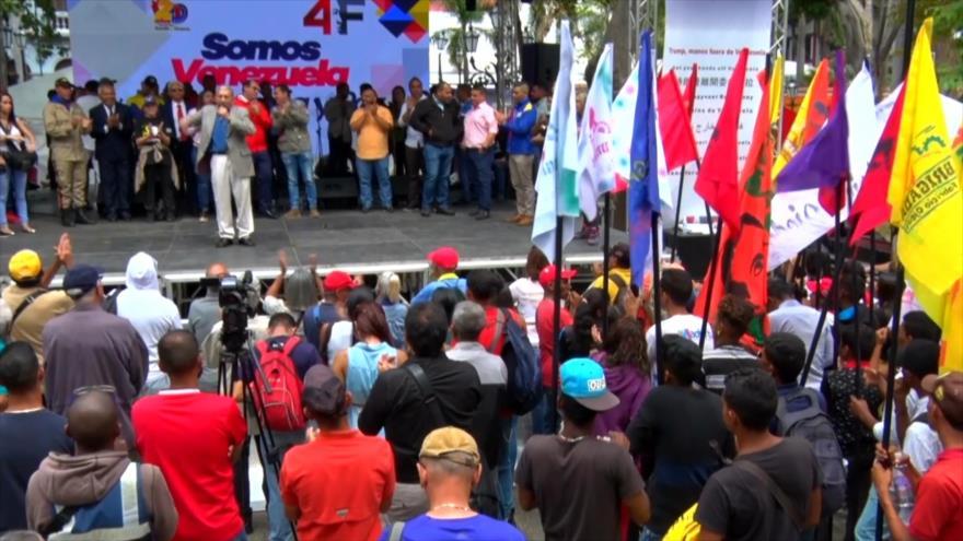 Venezolanos recogen firmas contra Trump y su injerencismo