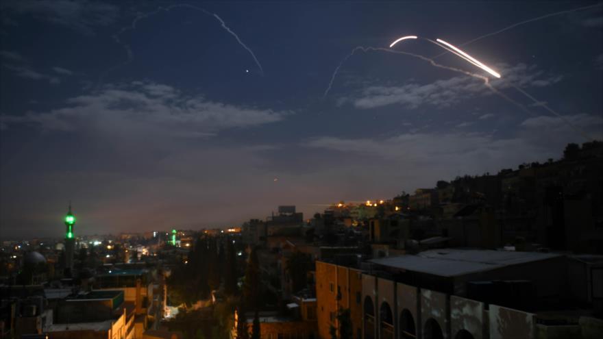 El momento en que Defensa Aérea siria repele ataque misilístico del régimen de Israel contra Damasco, capital de Siria, 21 de enero de 2019. (Foto: AFP)