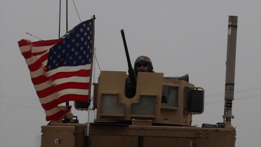 Un soldado estadounidense en un vehículo blindado patrulla en la ciudad siria de Manbij (norte), 30 de diciembre de 2018. (Foto: AFP)