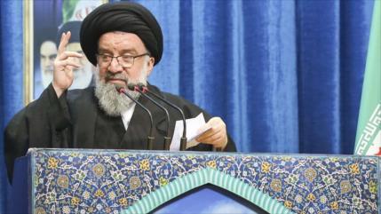 """""""Misiles caerán como rayos sobre quien agreda a Irán"""""""