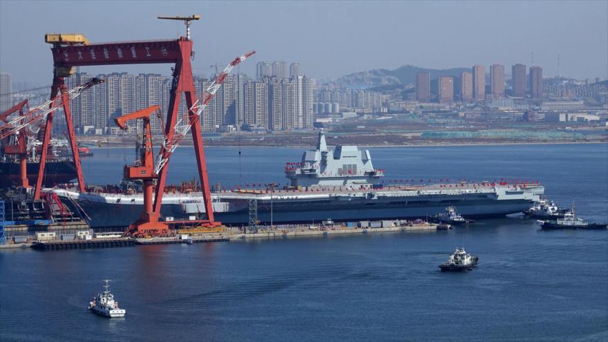 El portaviones chino Type 001A durante una ceremonia en el astillero de Dalian en la provincia de Liaoning, 26 de abril de 2017. (Foto: AFP)