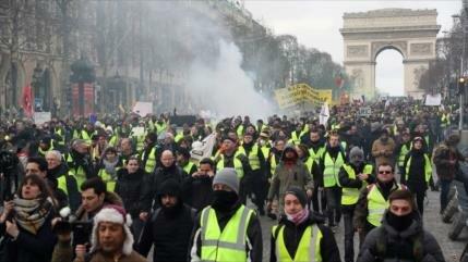 """Hombre pierde la mano en protesta de """"chalecos amarillos"""" en Francia"""