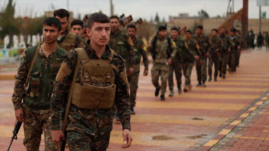 Combatientes de las Fuerzas Democráticas Sirias (FDS) en la ciudad de Qamishli, en el noreste de Siria, en el noreste de Siria 9 de febrero de 2019. (Foto: AFP)