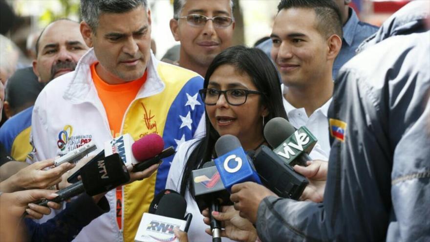 """""""Guaidó vive de susto en susto porque la valentía la tiene lejos"""""""