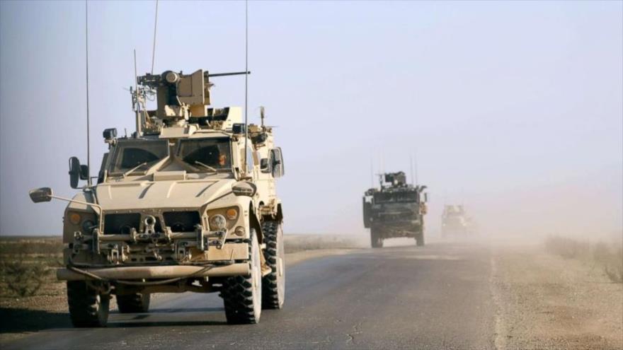 Vehículos blindados de la llamada coalición contra el grupo terrorista EIIL (Daesh, en árabe), en el este de Siria.