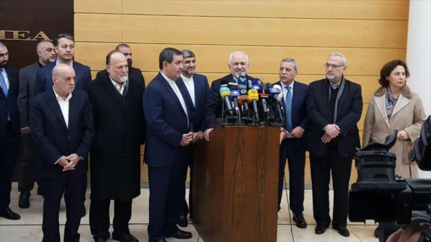 El canciller iraní, Mohamad Yavad Zarif, habla con la prensa en Beirut, capital de El Líbano, 10 de febrero de 2019.