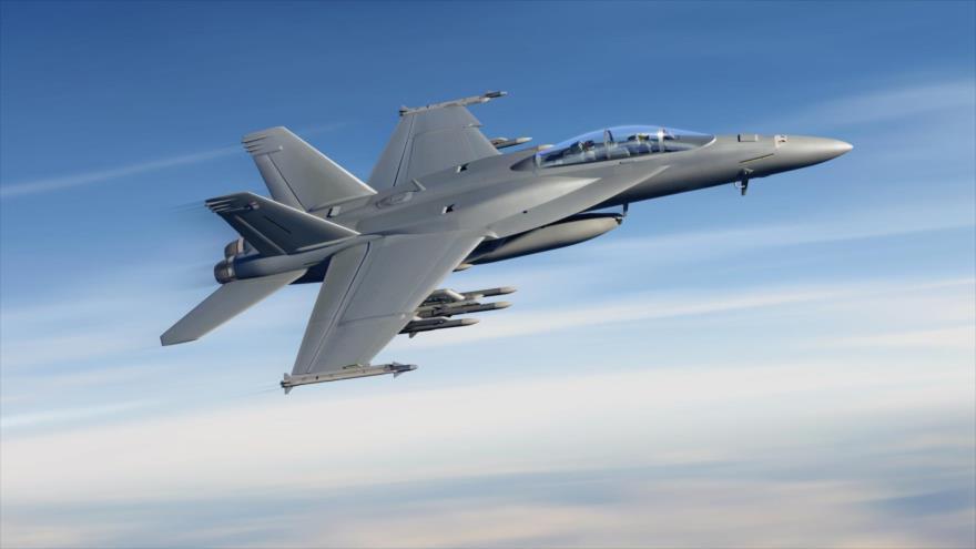 Caza F/A-18E Super Hornet estadounidense en pleno vuelo.