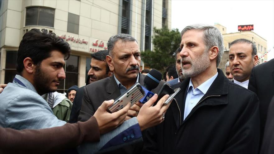 El ministro iraní de Defensa, el general de brigada Amir Hatami, habla con la prensa en la marcha por el triunfo de la Revolución Islámica, Qom, 11 de febrero de 2019.