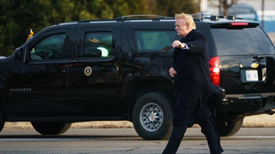 El presidente de EE.UU., Donald Trump, sale del Centro Médico Militar Nacional Walter Reed en Bethesda, Maryland, 8 de febrero de 2019. (Foto: AFP)