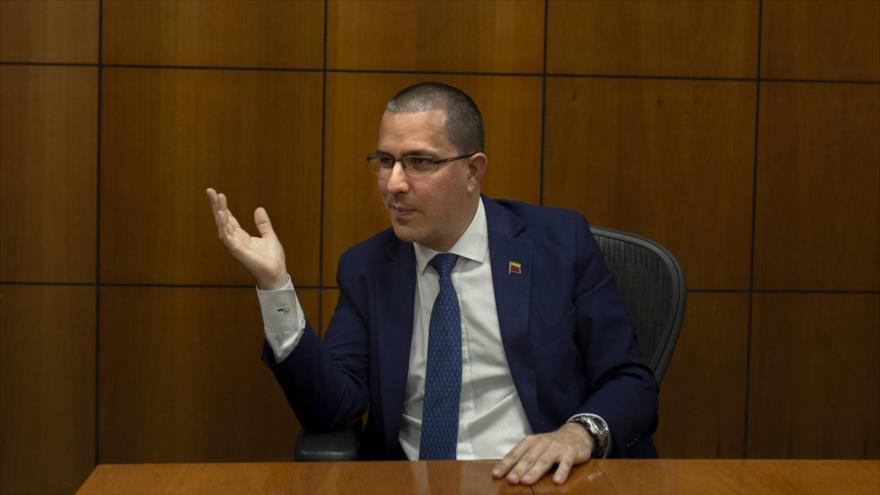 El canciller venezolano, Jorge Arreaza, durante una entrevista con el diario español El País, 10 de febrero de 2019.