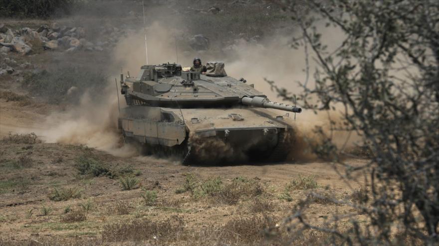 Un tanque israelí desplegado cerca de la frontera siria, 7 de agosto de 2018. (Foto: AFP)