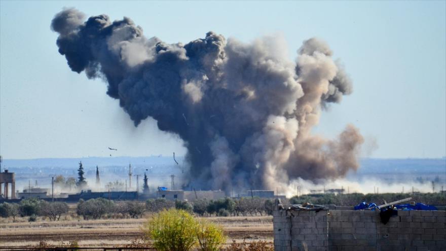Columna producida tras un ataque aéreo de la coalición de EE.UU. en Siria.