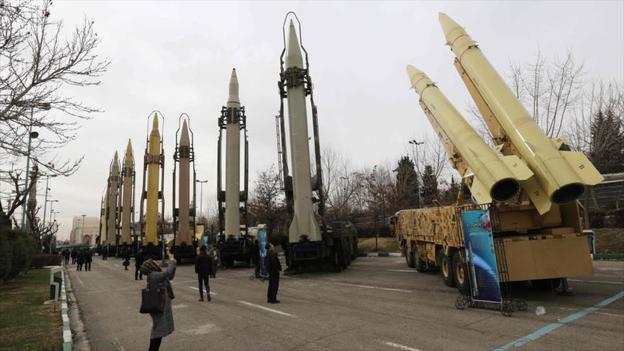Misiles iraníes presentados en una exposición militar de las Fuerzas Armadas de Irán en Teherán, la capital persa, 2 de febrero de 2019.