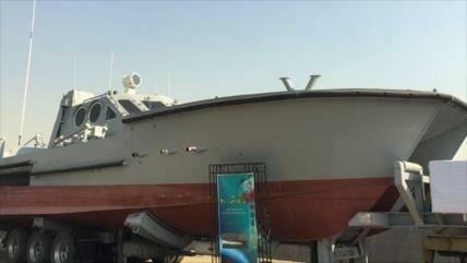 Irán exhibe una embarcación lanzatorpedos de fabricación nacional