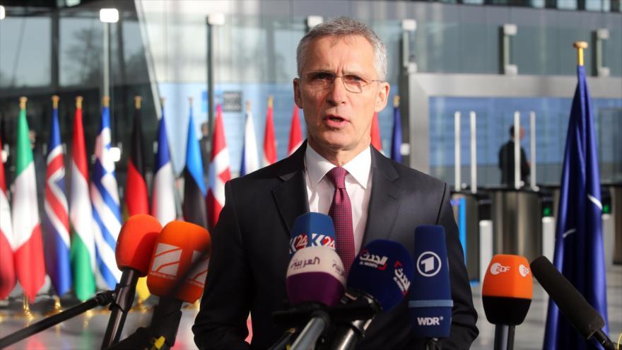 Secretario general de la OTAN, Jens Stoltenberg, habla ante la prensa antes de reunión de ministros de Defensa de la Alianza, 13 de febrero de 2019. (Foto: AFP)