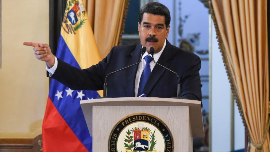 Maduro: Trump no ayuda a nadie, sino que manda cohetes y misiles