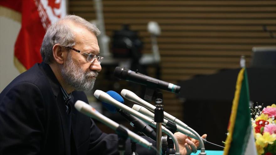 Ali Lariyani, presidente de la Asamblea Consultiva Islámica de Irán (Mayles), habla en una rueda de prensa en Japón, 13 de febrero de 2019.