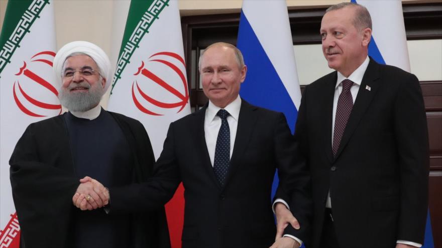Los presidentes de Irán, Rusia y Turquía, Hasan Rohani, Vladimir Putin y Recep Tayyip Erdogan (de izda. a dcha.) en Sochi, 14 de febrero de 2019. (Foto: AFP)