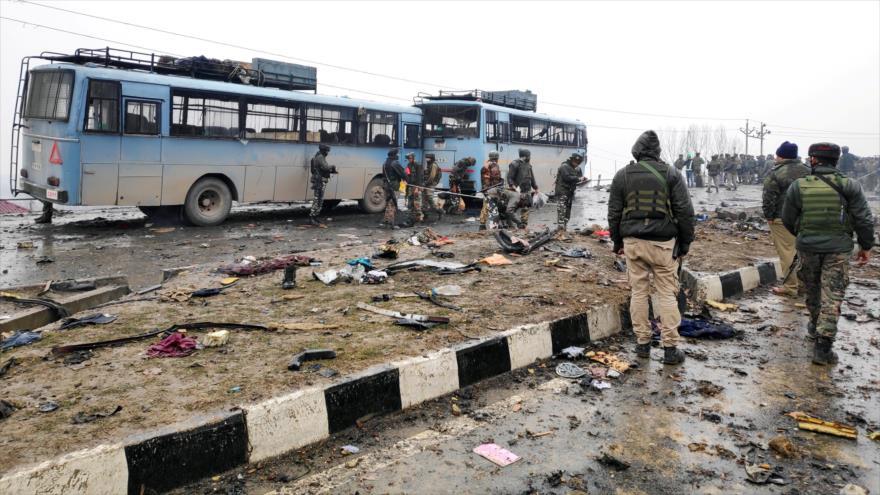 Más de 40 muertos en atentado contra tropas indias en Cachemira