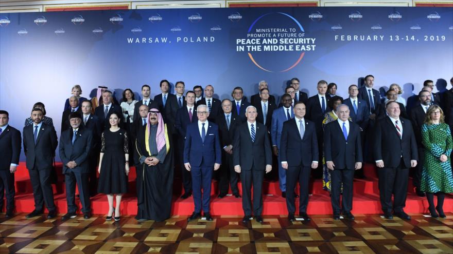 Cancilleres y representantes de países participantes en la cumbre de Varsovia, celebrada en la capital de Polonia, 13 de febrero de 2019. (Foto: AFP)