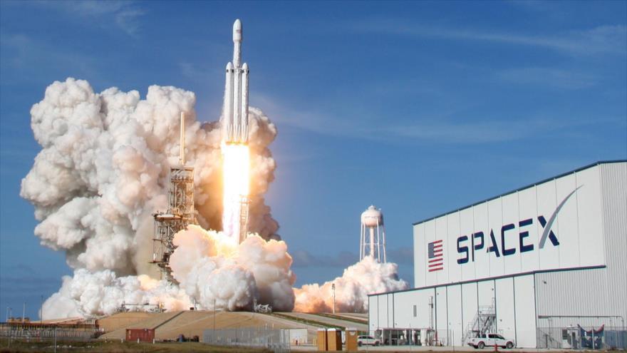 El lanzamiento exitoso del cohete Falcon Heavy realizado por la empresa estadounidense SpaceX.
