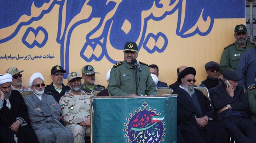 El jefe del CGRI de Irán, el general Mohamad Ali Yafari, en el funeral de las víctimas del ataque terrorista, Isfahán, 16 de febrero de 2019. (Foto: Fars)