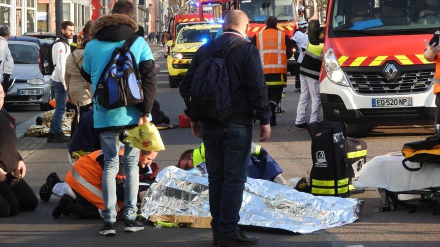 Vídeo: Vehículo embiste a chalecos amarillos en Rouen (Francia)   HISPANTV