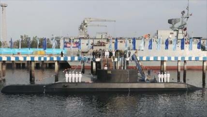 Irán presenta un avanzado submarino armado con misiles crucero