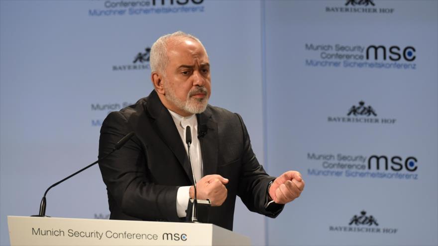 El canciller de Irán, Mohamad Yavad Zarif, ofrece un discurso en la Conferencia de Seguridad de Múnich (Alemania), 17 de febrero de 2019. (Foto: AFP)