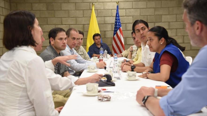 El senador estadounidense Marco Rubio reunido con opositores venezolanos en Colombia. 17 de febrero de 2019.