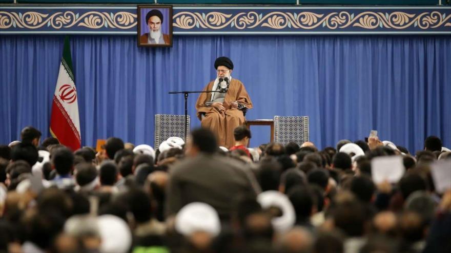 Líder de Irán considera que EEUU, el enemigo, es ahora 'débil'