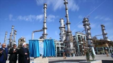 Irán logra la autosuficiencia en la producción de gasolina
