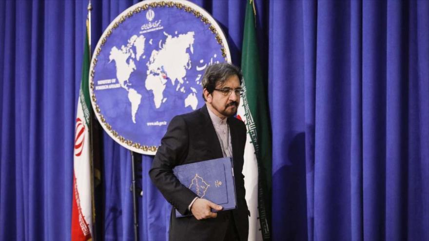 El portavoz de la Cancillería iraní, Bahram Qasemi, tras ofrecer una conferencia de prensa en Teherán, 18 de febrero de 2019. (Foto: IRNA)