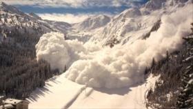Vídeo: Avalancha sepulta a más de 10 esquiadores en sur de Suiza