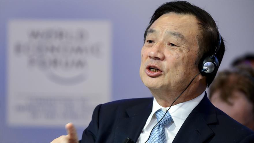 El fundador de Huawei, Ren Zhengfei, habla durante un foro económico en Davos, Suiza. (Foto: AFP)