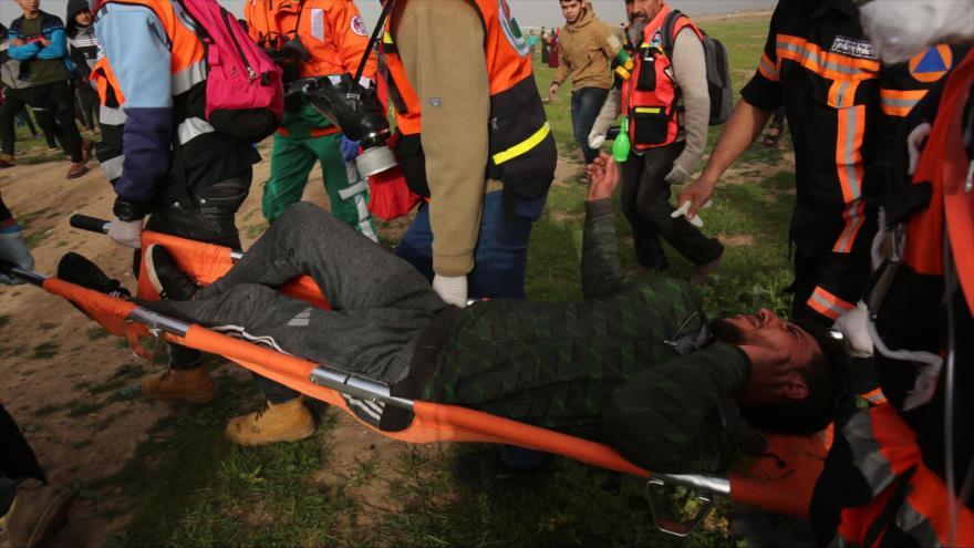 Un manifestante palestino herido durante protesta antisraelí en la Franja de Gaza, 15 de febrero de 2019. (Foto: AFP)